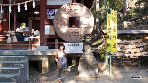 聖神社の和同開珎モニュメント